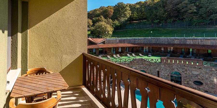superior balcony 3